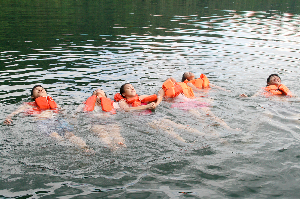 swimming at pandin lake