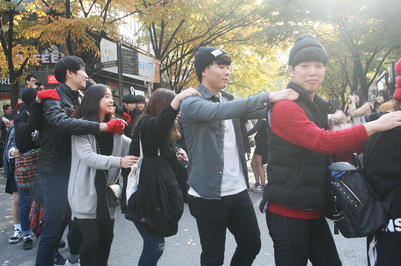 seoul free hugs