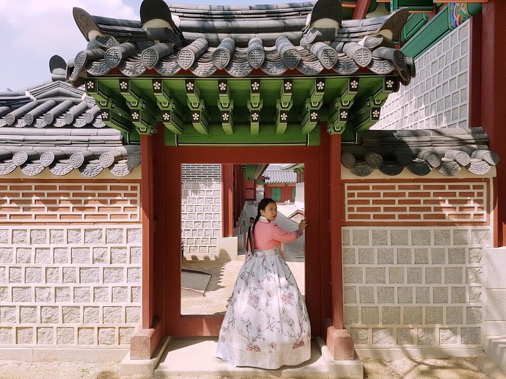 Seohwa Hanbok Rental in Seoul Near Gyeongbokgung Palace